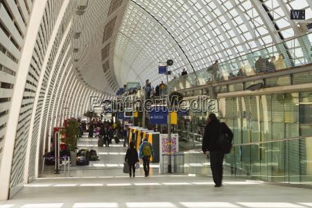 bahnhof station modern moderne verkehr verkehrswesen