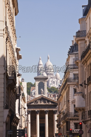 the basilica of sacre coeur through