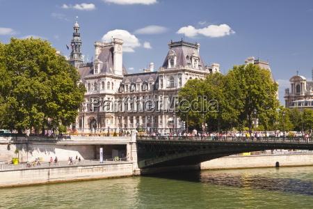 pont darcole and hotel de ville