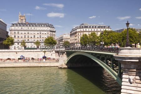 pont darcole with the annual paris