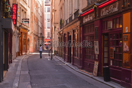 the narrow streets of vieux lyon