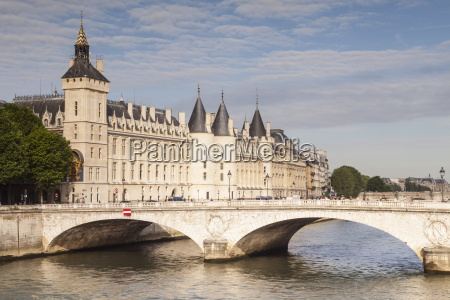 the conciergerie a former royal palace