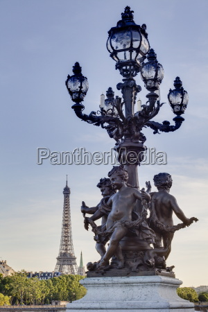 statues on pont alexandre iii with