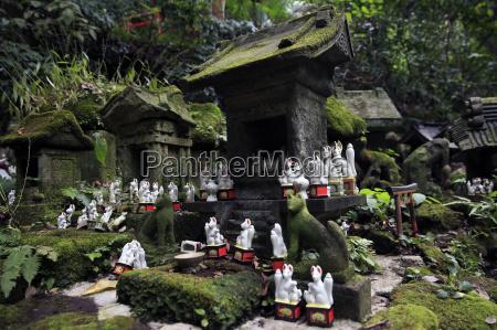 shinto shrine in the kamakura hills