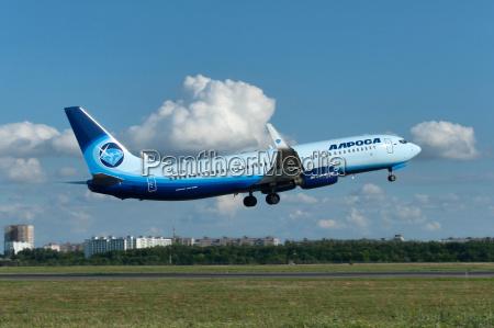 takeoff des flugzeugs boeing 737 rostov