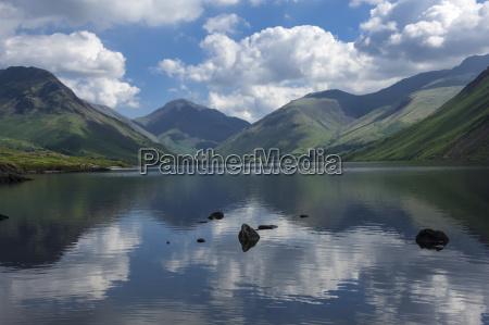 great gable lingmell and yewbarrow lake