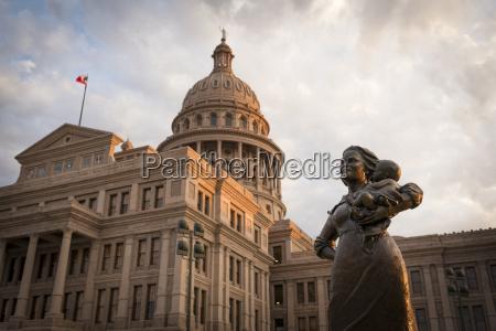 fahrt reisen statue wolke skulptur outdoor