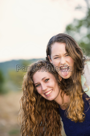 usa texas sisters smiling portrait