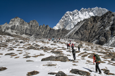 nepal khumbu everest region trekkers en