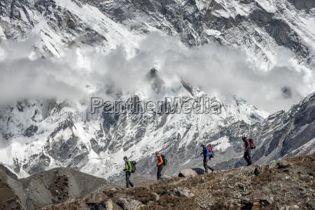 nepal khumbu everest region trekkers underneath