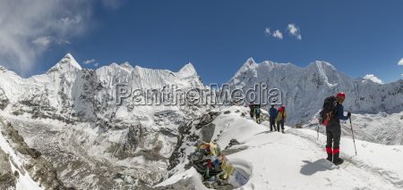 nepal khumbu everest region mountaineers on