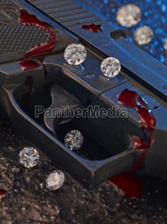 ausloeser der pistole mit diamanten und