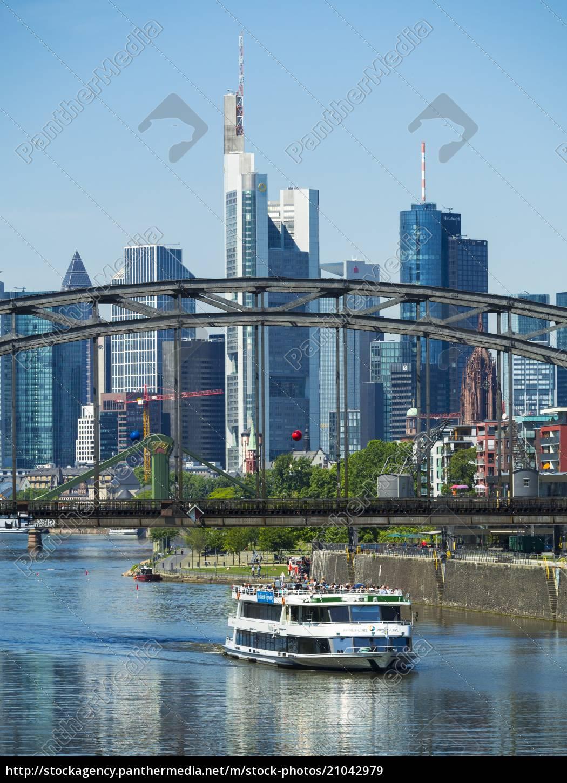 deutschland, hessen, frankfurt, deutschherrnbrücke, ausflugsschiff, finanzviertel, im, hintergrund - 21042979