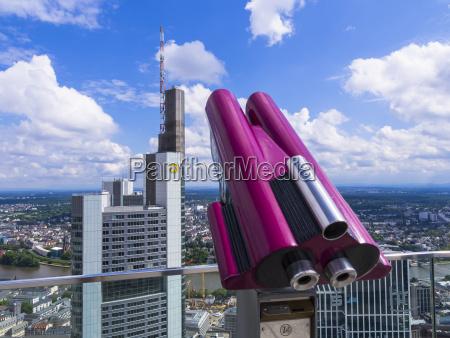 deutschland hessen frankfurt rosa muenzfernglas auf