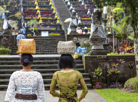 indonesia women carrying basket on head