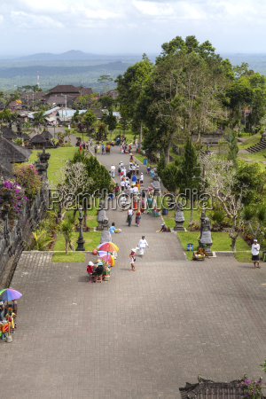 indonesia people sitting at pura penataran