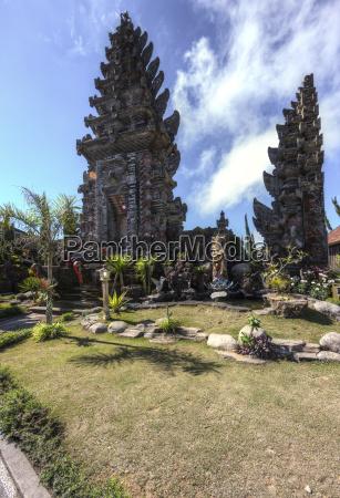 indonesia view of pura ulun danu