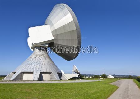 deutschland bayern blick auf satellitenschuesseln
