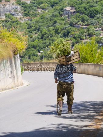 italien sizilien modica alter mann mit