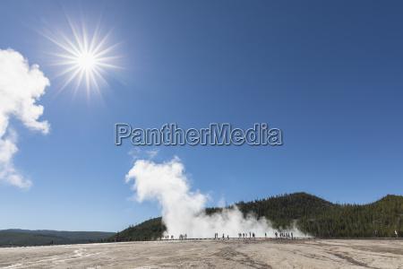 usa wyoming yellowstone nationalpark midway geyser