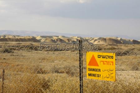 israel ansicht von minenfeld mit schild