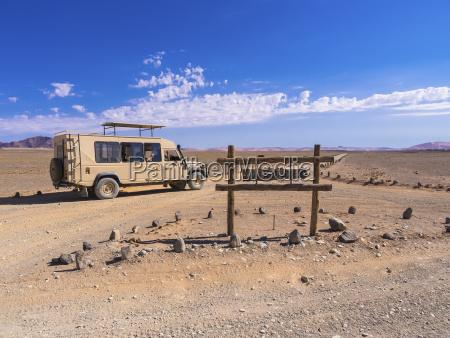 fahrt reisen wueste oednis namibia feldweg