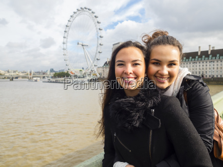 uk london portraet zweier junger frauen