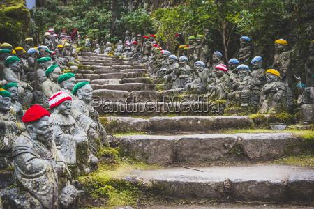 japan miyajima daisho in tempel stein