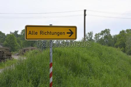 deutschland wegweiser auf dem land