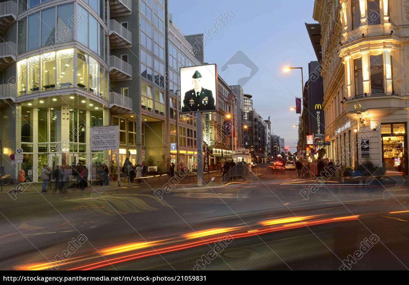 deutschland, berlin, verkehr, am, checkpoint, charlie, museum - 21059831