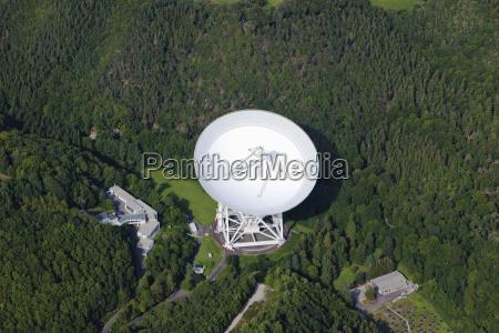 europa, deutschland, rheinland-pfalz, ansicht, des, effelsberg, radioteleskops - 21059421