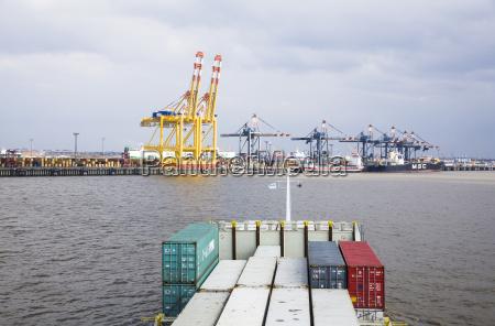 verkehr verkehrswesen containerschiff wolke deutschland brd