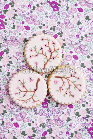 gemalte rosa zucker cookies close up