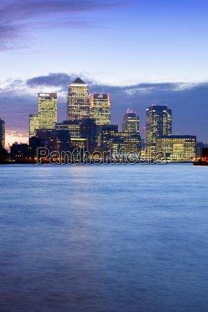grossbritannien london skyline mit canary wharf