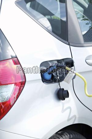 elektrofahrzeug wird aufgeladen