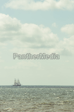 segelschiff am horizont
