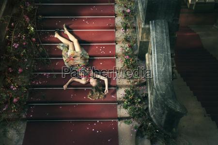 frau treppe treppen menschen leute personen