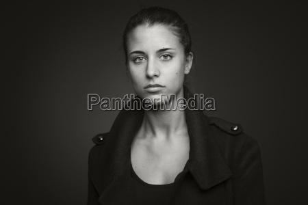 portraet af en ung kvinde
