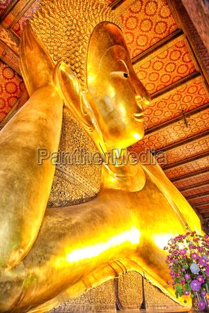 thailand bangkok liegender buddha im krieg