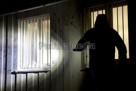 deutschland einbrecher mit taschenlampe versucht in