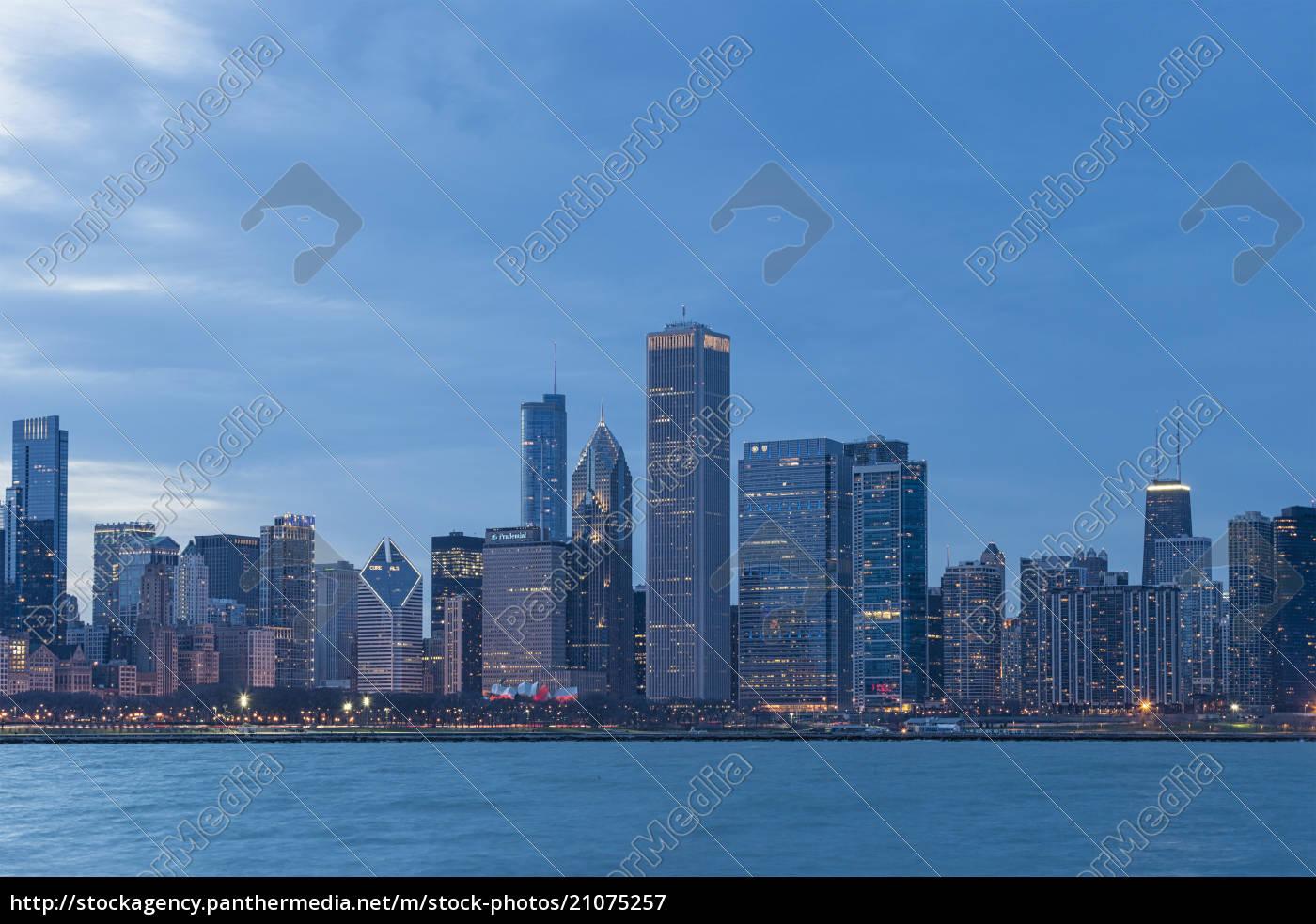 usa, illinois, chicago, ansicht, von, skylinen, mit, michigansee - 21075257
