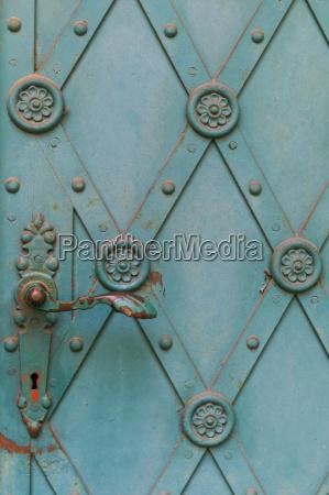blau historisch geschichtlich kirche eingang tuer