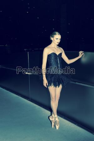 giovane ballerina prima della performance