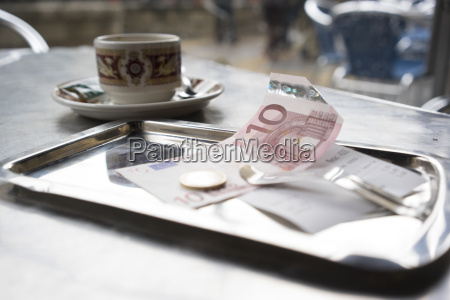 spanien bilbao bill und kaffeetasse im