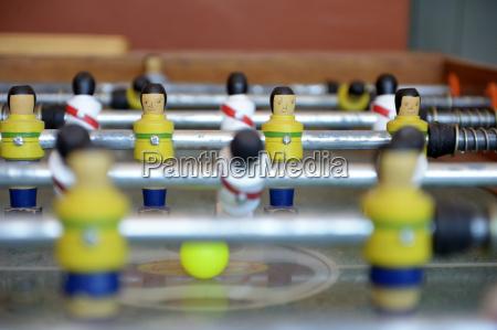peru ayacucho tischfussball mit figuren tragen