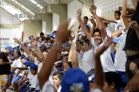 brasilien fortaleza junge leute bei football