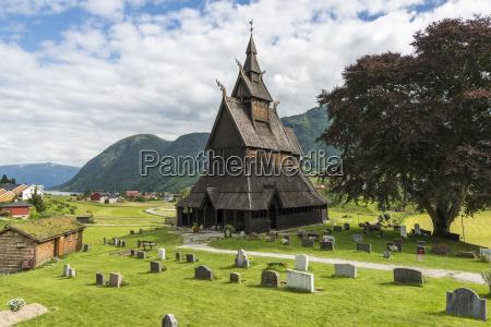 norwegen blick auf hopperstad stabkirche und