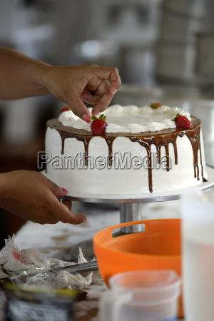 gebaeck kochen dekoration creme kuchen close