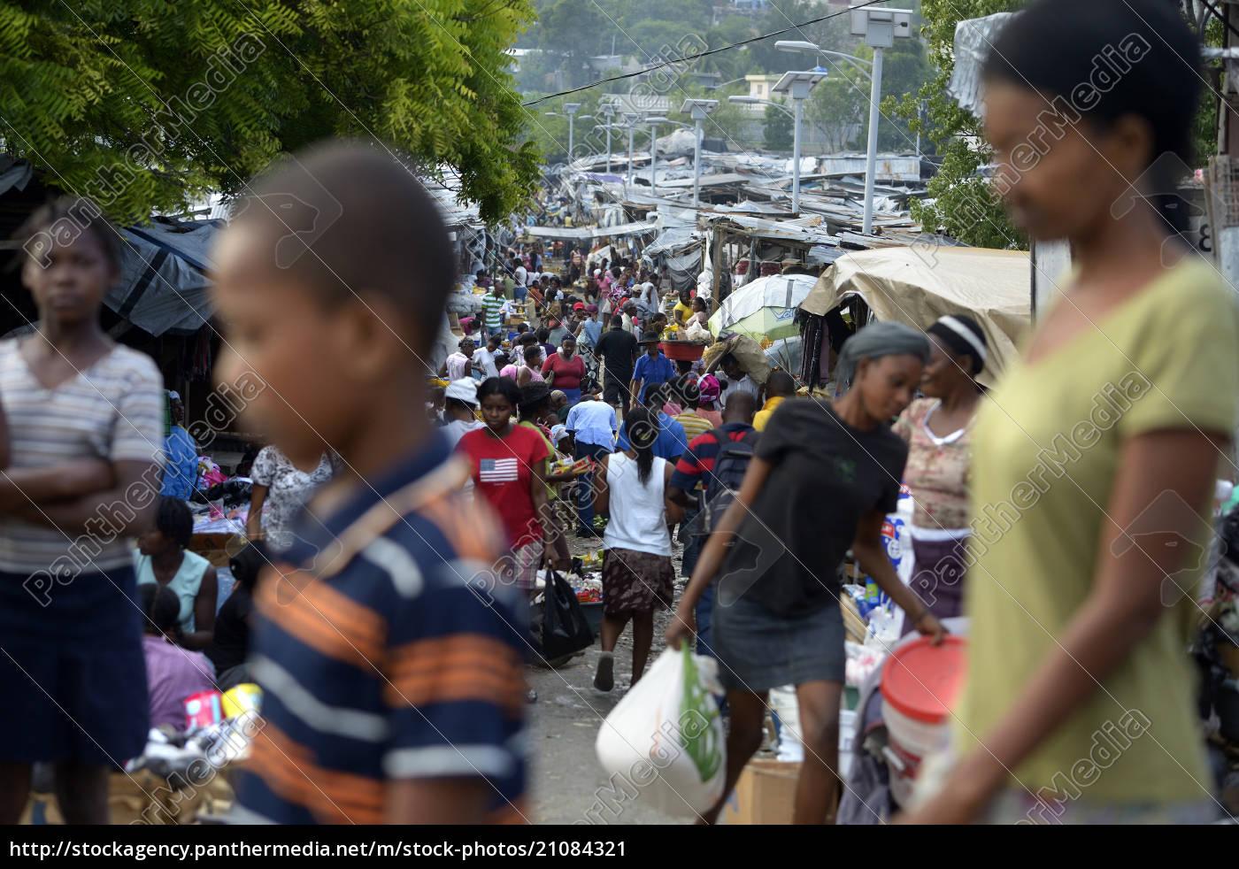 haiti, , port-au-prince, , people, at, market - 21084321
