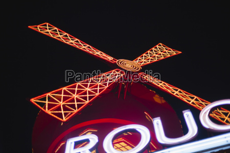 frankreichparislightes moulin rouge in der nacht